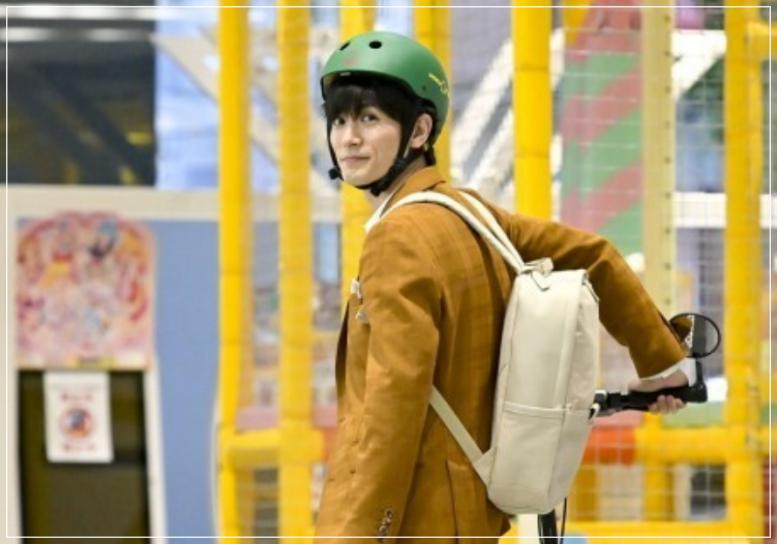 緑のヘルメットを被る三浦春馬
