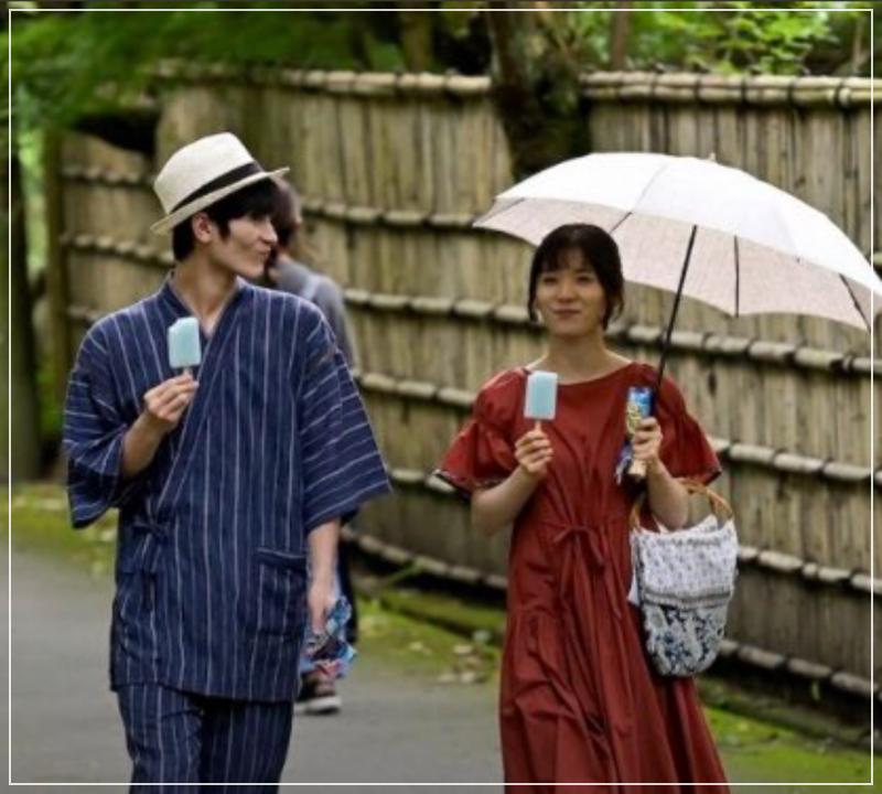 ガリガリ君を食べる三浦春馬と松岡茉優(カネ恋)