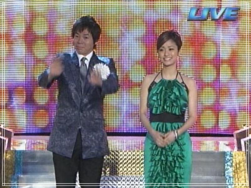 上戸彩2008年M1衣装(全体)